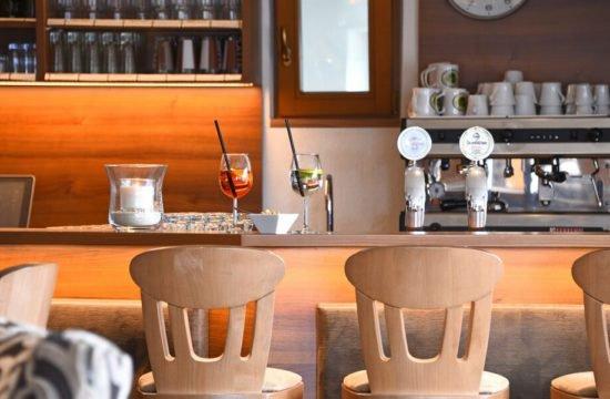 Lounge Bar 02